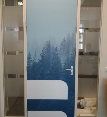 indoor signing - deur behangen